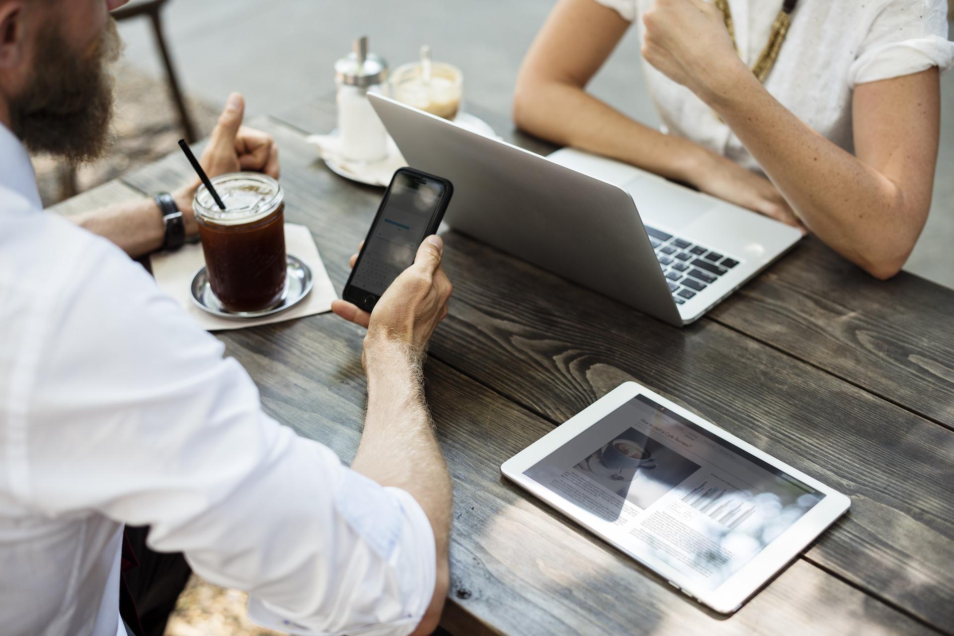 Mitarbeiter nutzen Benefit Portal als App